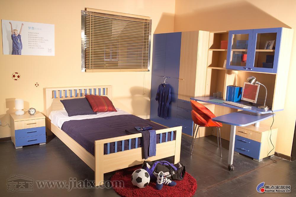 徽派房的哥伦比尼家具,床、三门儿童、床头柜现代家具衣柜图片
