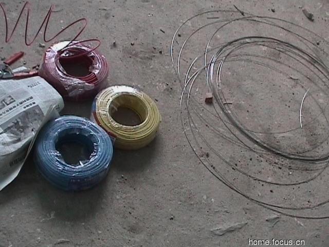 4平方毫米的电源线和穿线用的钢丝