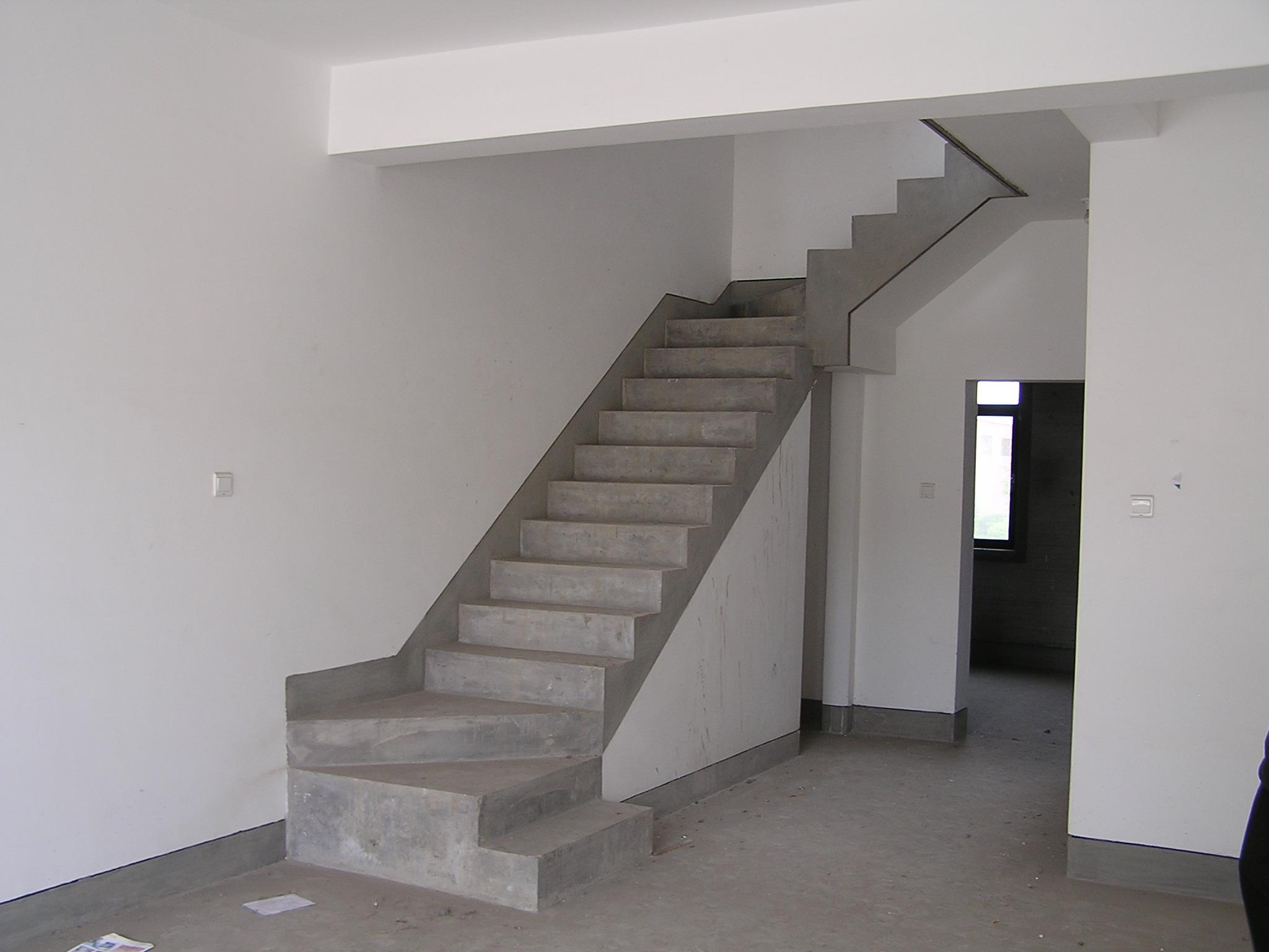 楼梯下面这堵墙想打掉,布置成什么造型呢 装饰设计图库